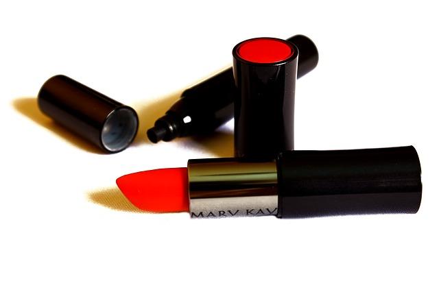 makeup-732405_640